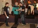 Michal předává dárek Láďovi